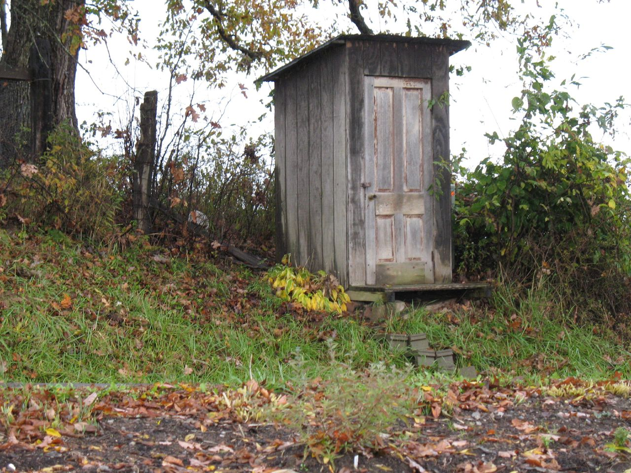 outhouse-bathroom-bugout-camp